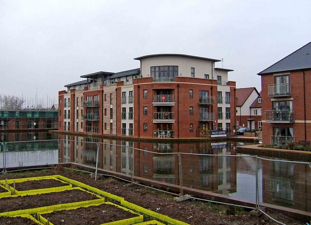 """""""Water's Edge"""" new housing development at re-opened canal basin - geograph.org.uk - 1638397"""