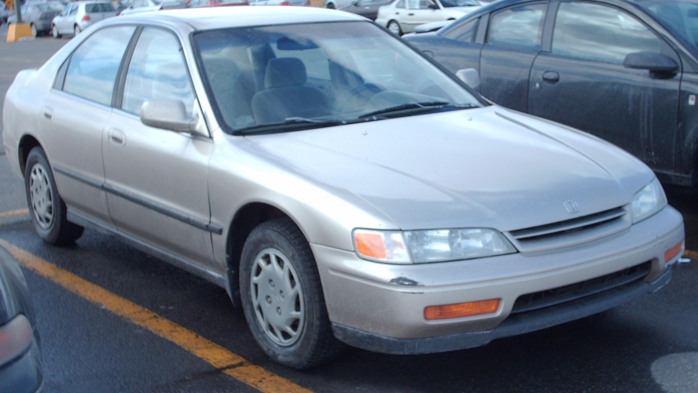 File:'94-'95 Honda Accord Sedan.jpg - Wikimedia Commons