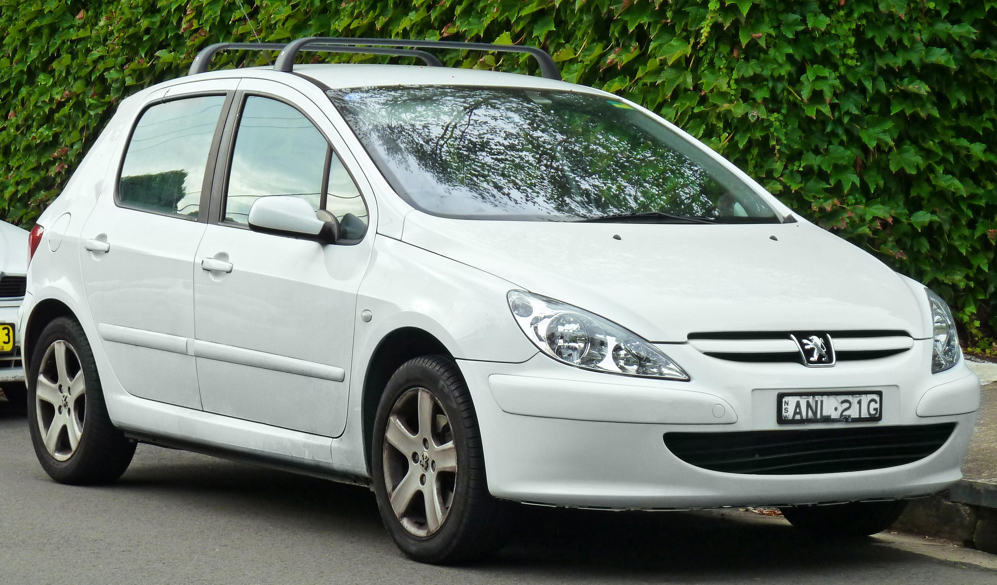 File:2001-2005 Peugeot 307 (T5) 5-door hatchback (2011