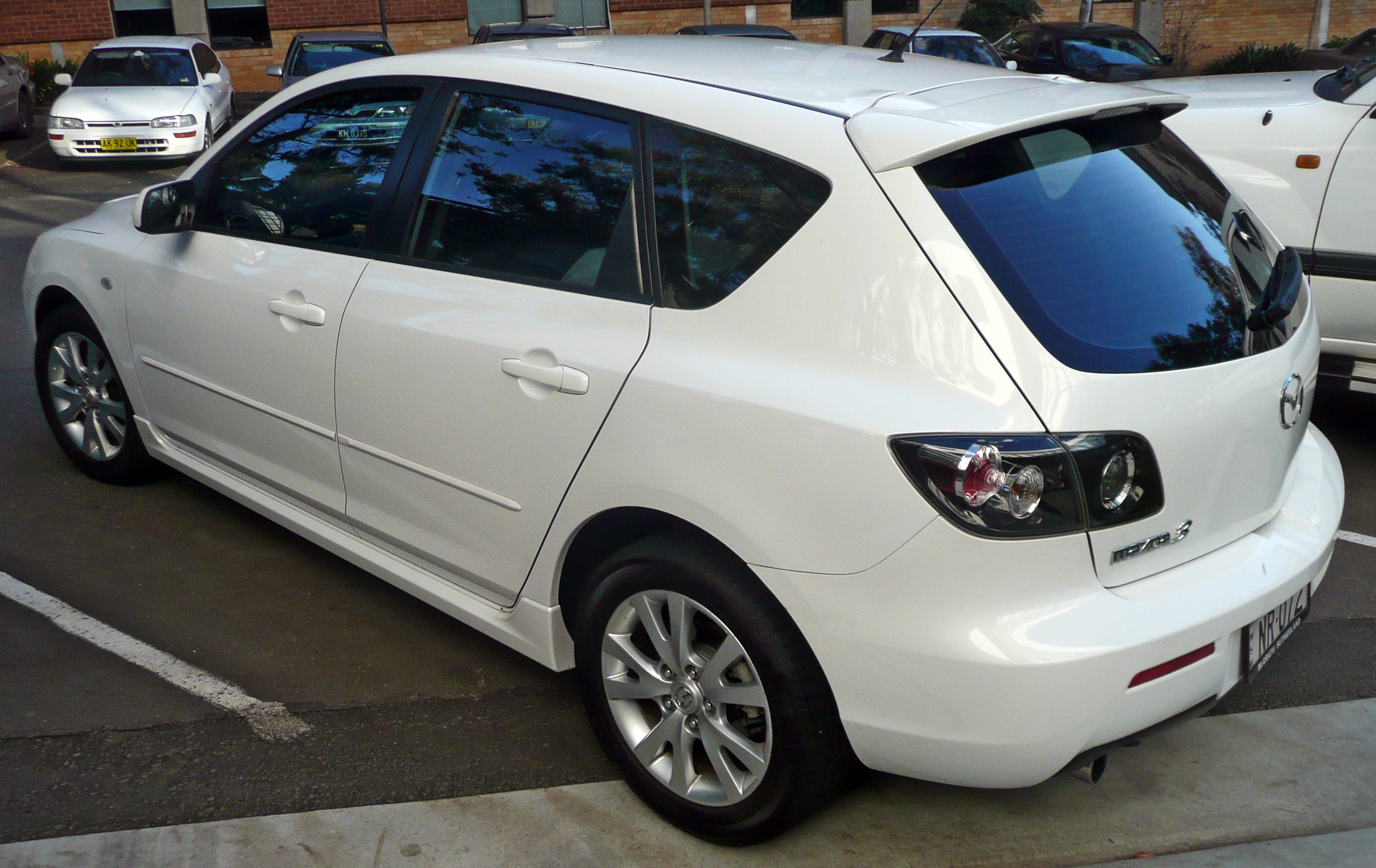 File:2006 2008 Mazda 3 (BK Series 2) Maxx Sport Hatchback 01