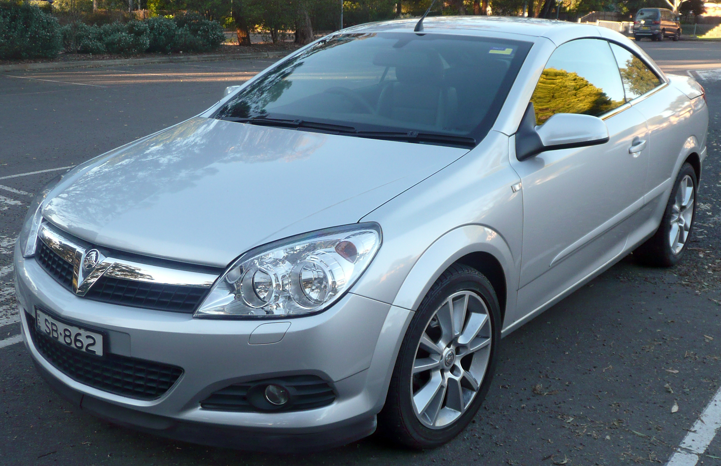 File:2006-2009 Holden Astra (AH) Twin Top convertible (2009-07-04) 01 ...