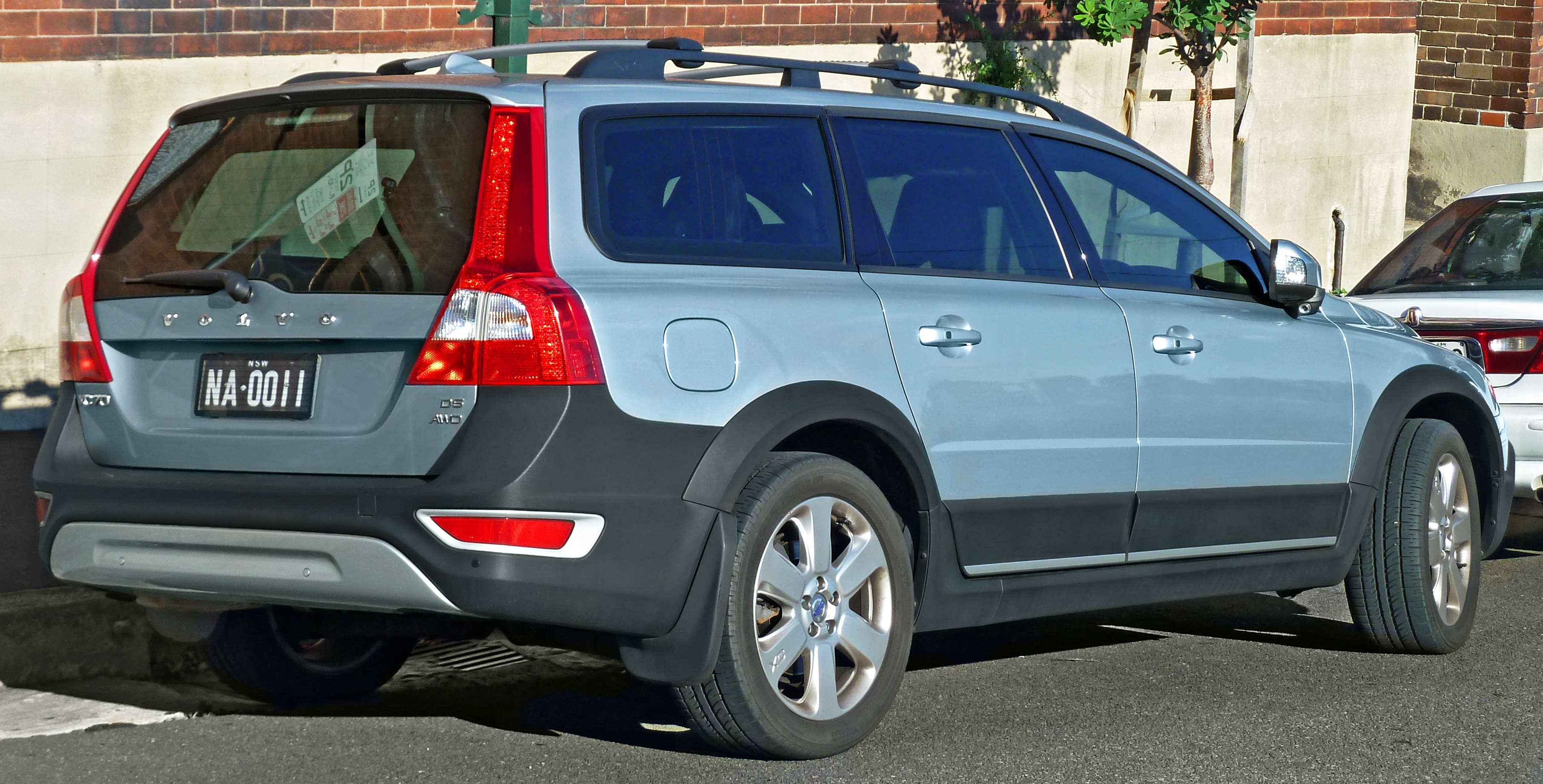 File:2007-2011 Volvo XC70 (BZ) D5 station wagon (2011-03-23).jpg - Wikimedia Commons