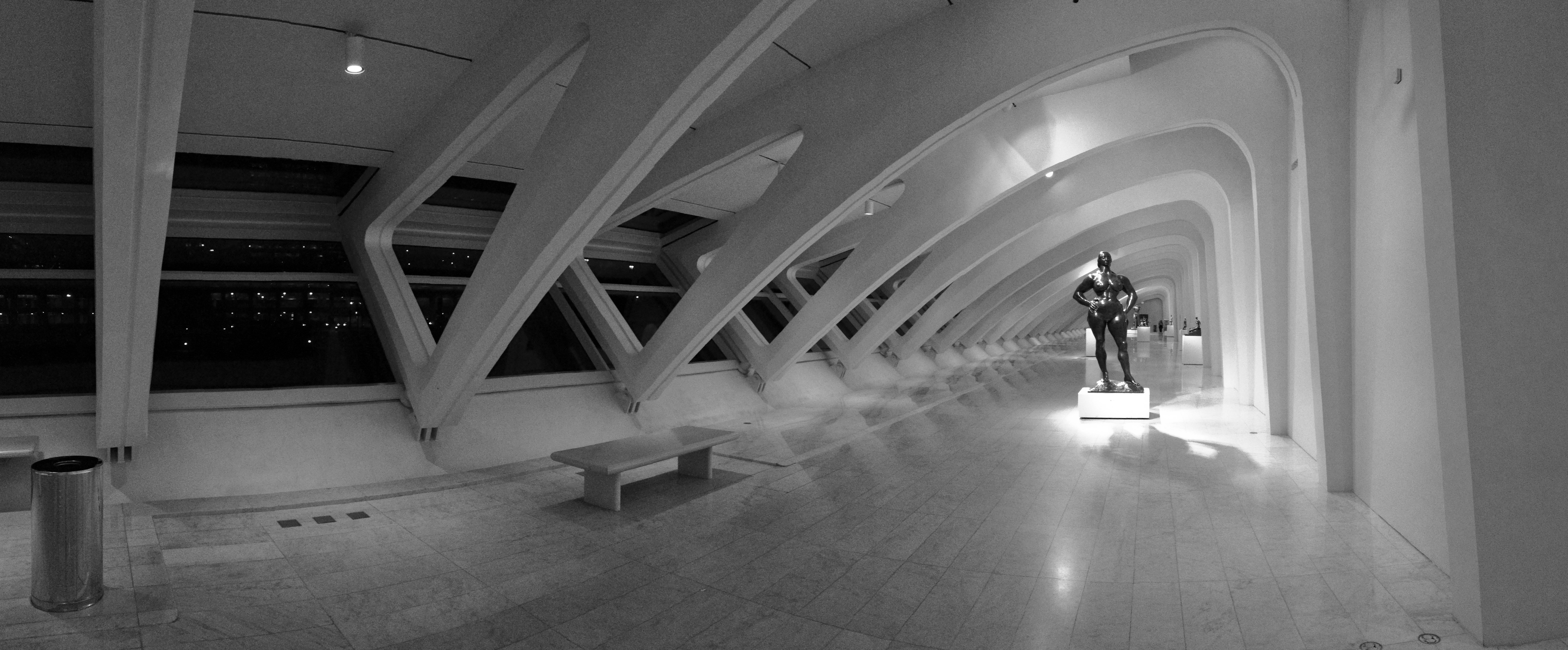 File:2012 Milwaukee Art Museum interior panorama 03.jpg ...
