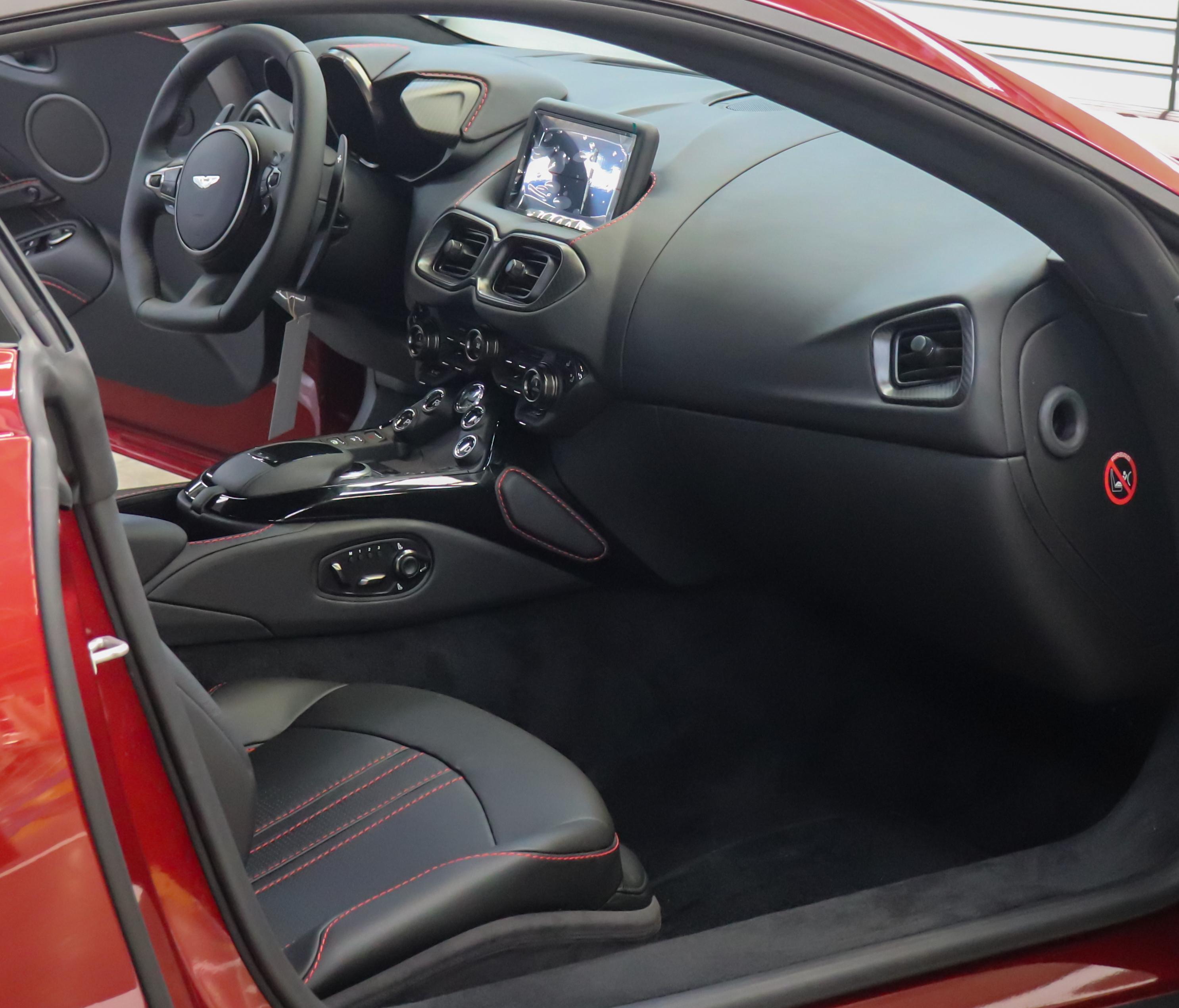 File 2019 Aston Martin V8 Vantage Interior 4 0 Jpg Wikimedia Commons