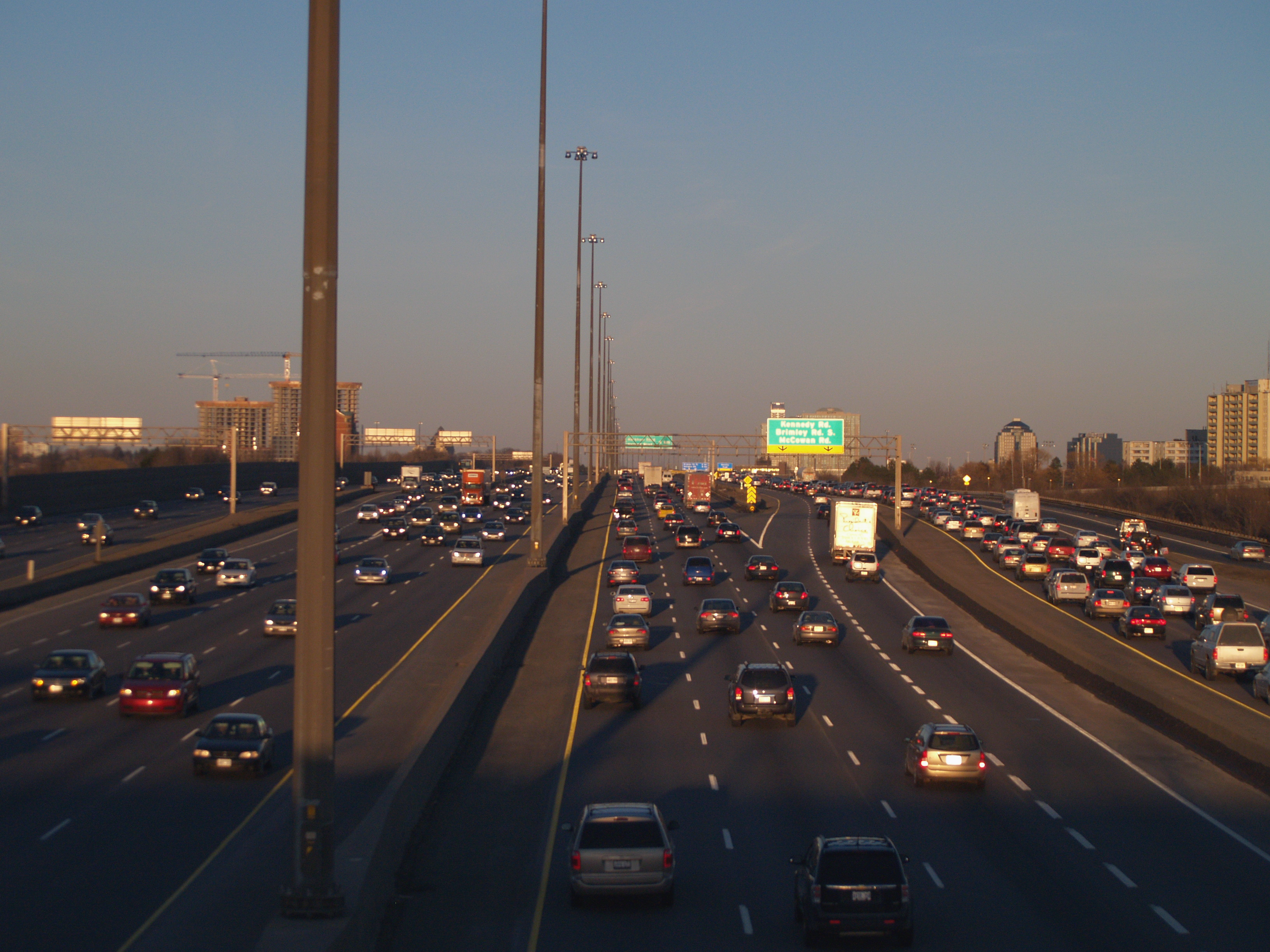 File:401 Traffic Jam png - Wikimedia Commons