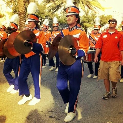 UNA TORTURA EN NARANJA Y AZUL - Página 6 63rd_Junior_Orange_Bowl_Parade_-_Clemson_band