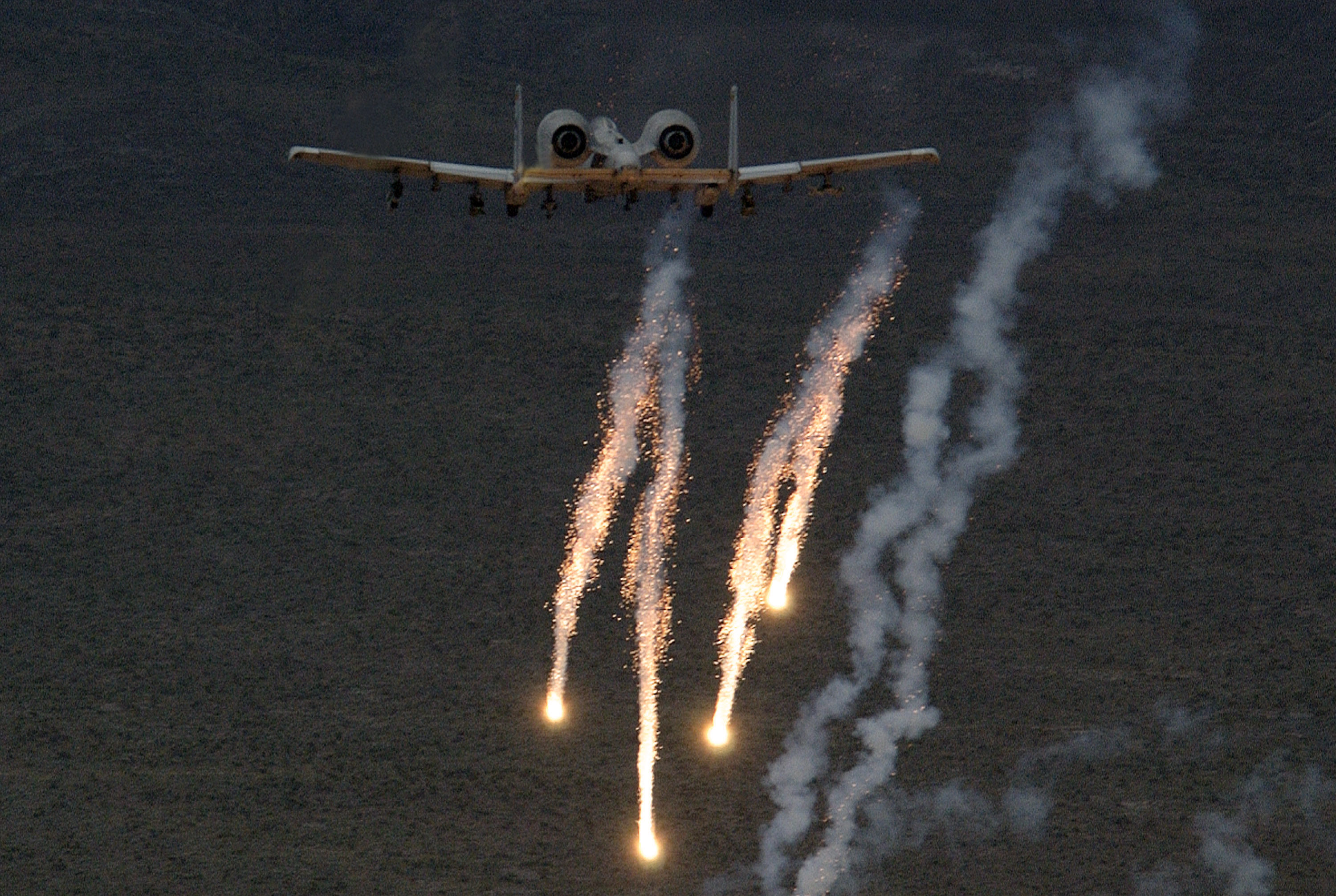File:A10 chaff and flares.jpg - Wikimedia Commons