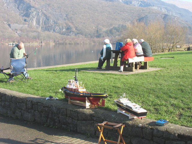 A day by the lake - the model boat enthusiasts - geograph.org.uk - 685971