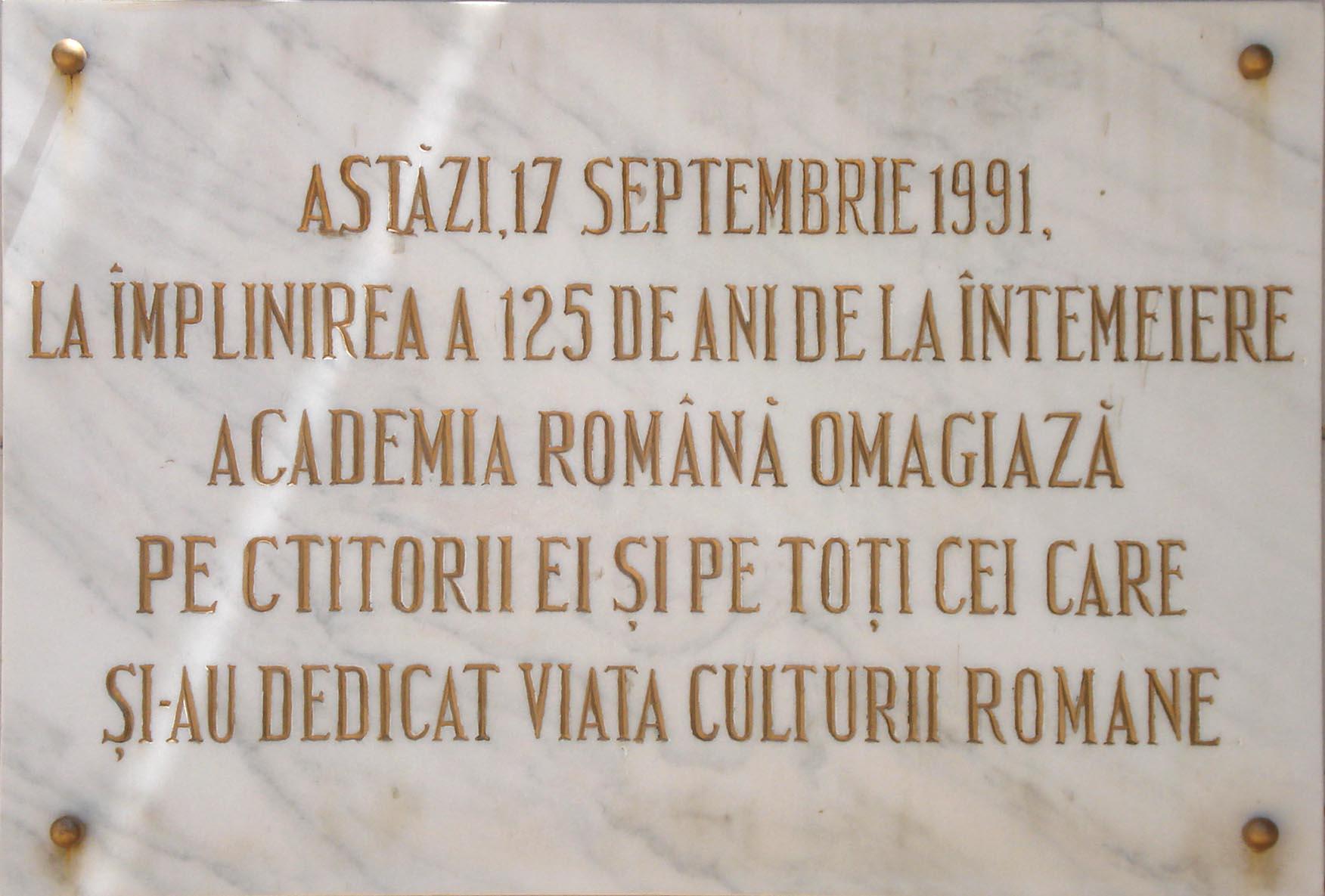 Placă comemorativă amplasată pe clădirea sediului Academiei Române din Calea Victoriei