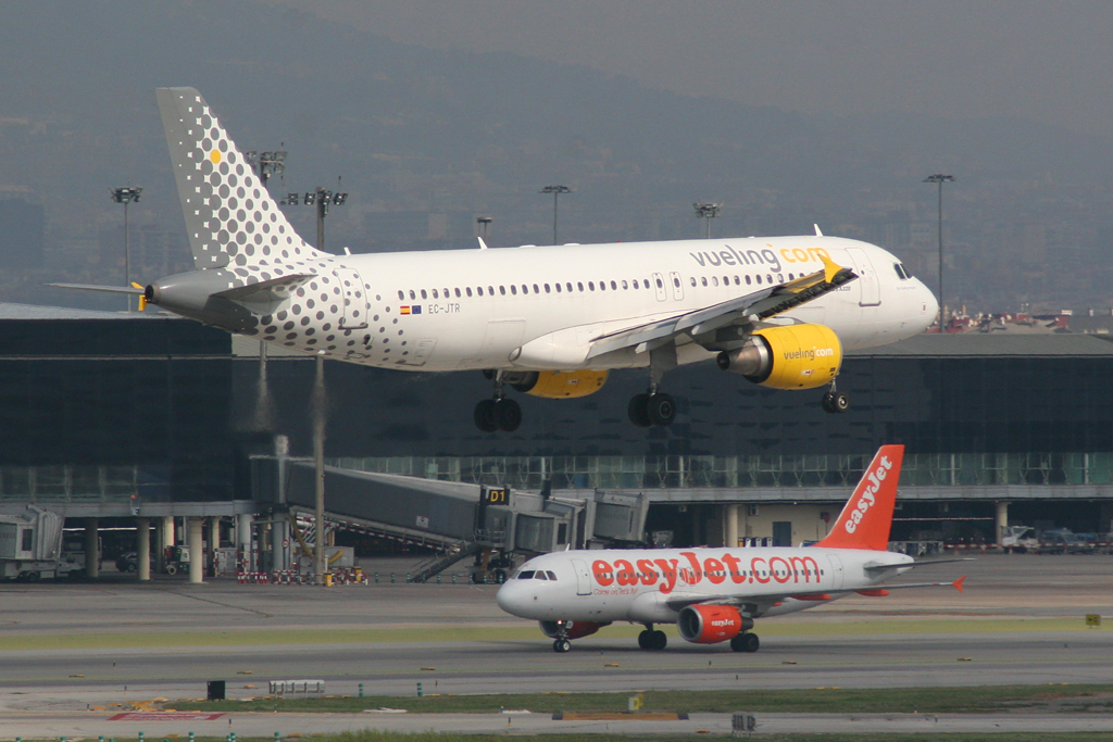 File airbus a320 vueling ec wikimedia commons for Ryanair barcelona paris orly