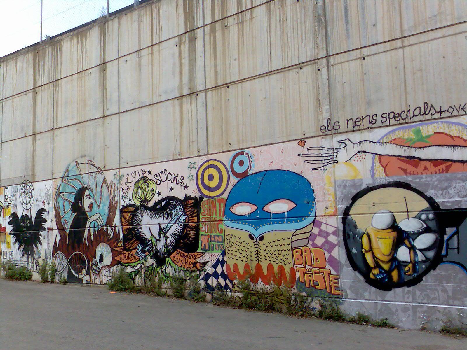 Graffiti wall barcelona - File Barcelona K108 Graffiti Els Nens Specials C Jpg
