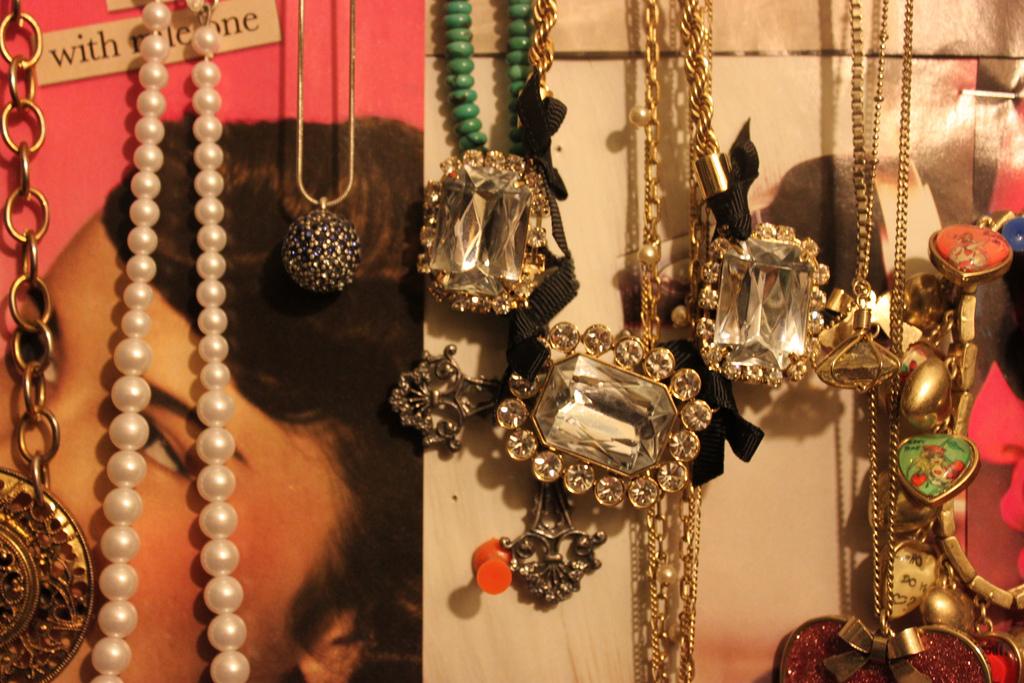 File:Betsey Johnson jewelry 2011.jpg - Wikimedia Commons