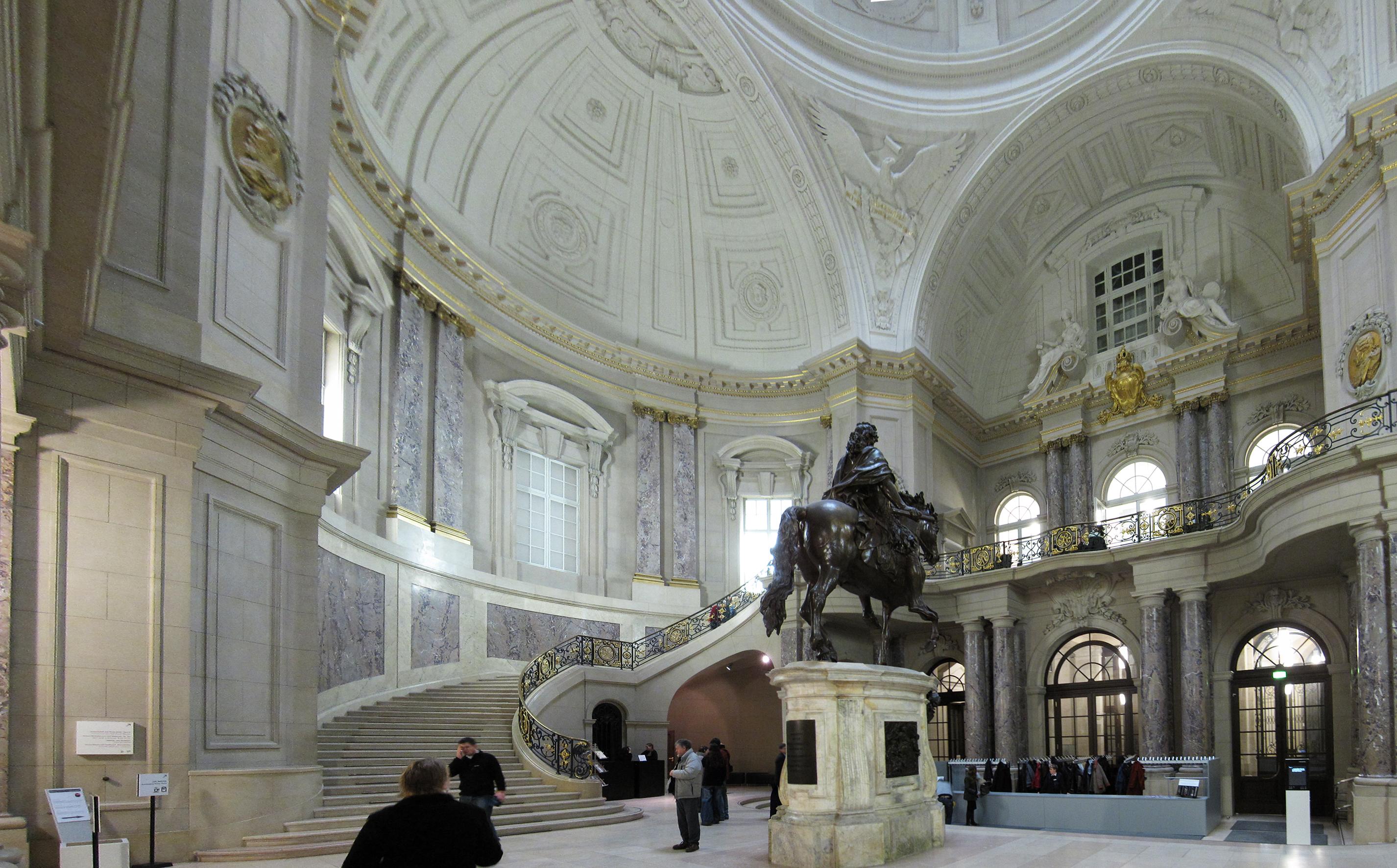 Foyer Museum : File bodemuseum foyer g wikimedia commons