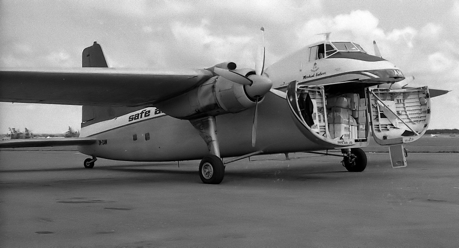 Montage Bristol Mk 21 Freighter   (Airfix/Magna 1/72) - Page 2 Bristol_Freighter%2C_Palmerston_North%2C_New_Zealand%2C_1974_-_Flickr_-_PhillipC