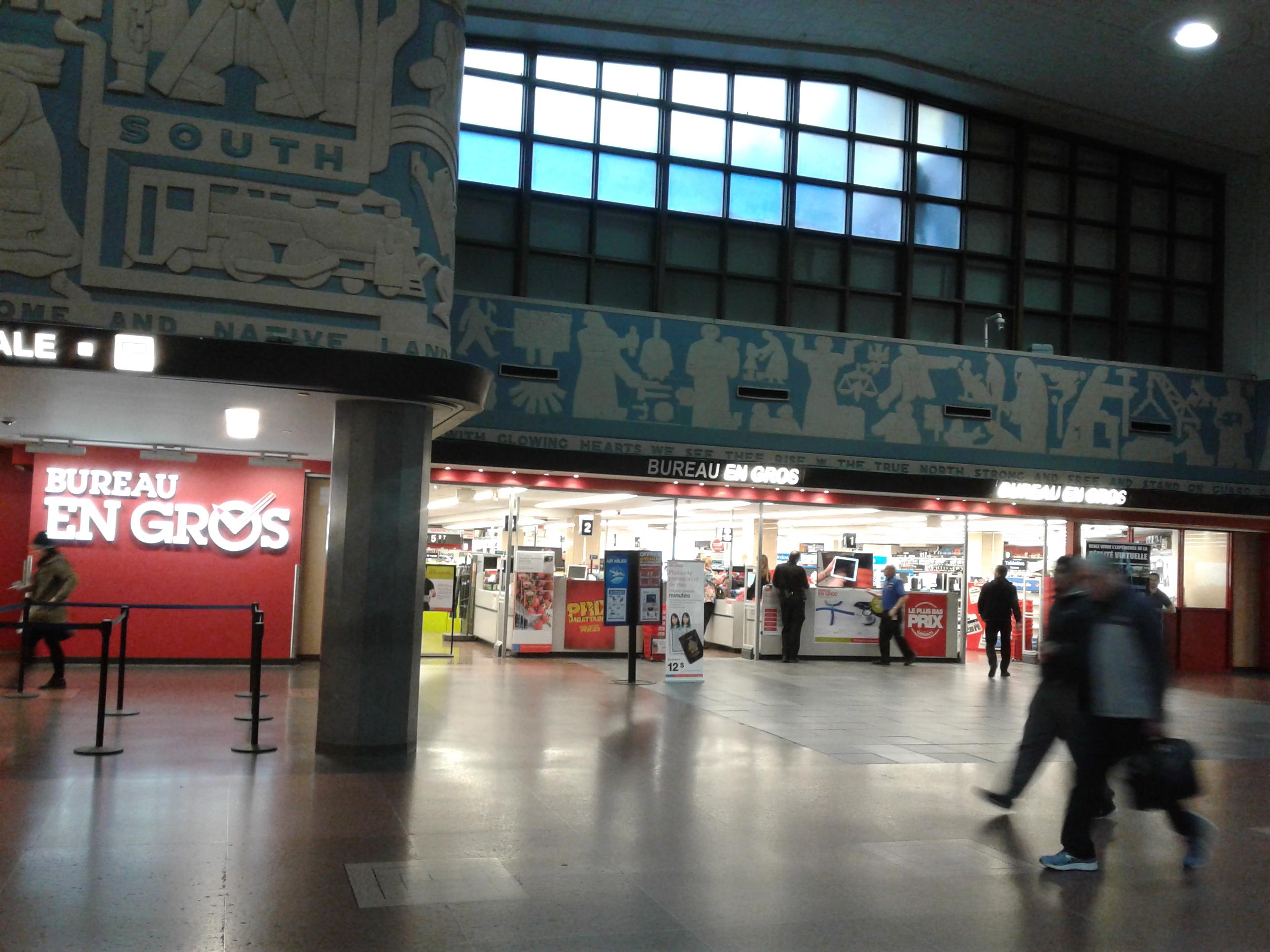 File bureau en gros gare centrale de montreal g