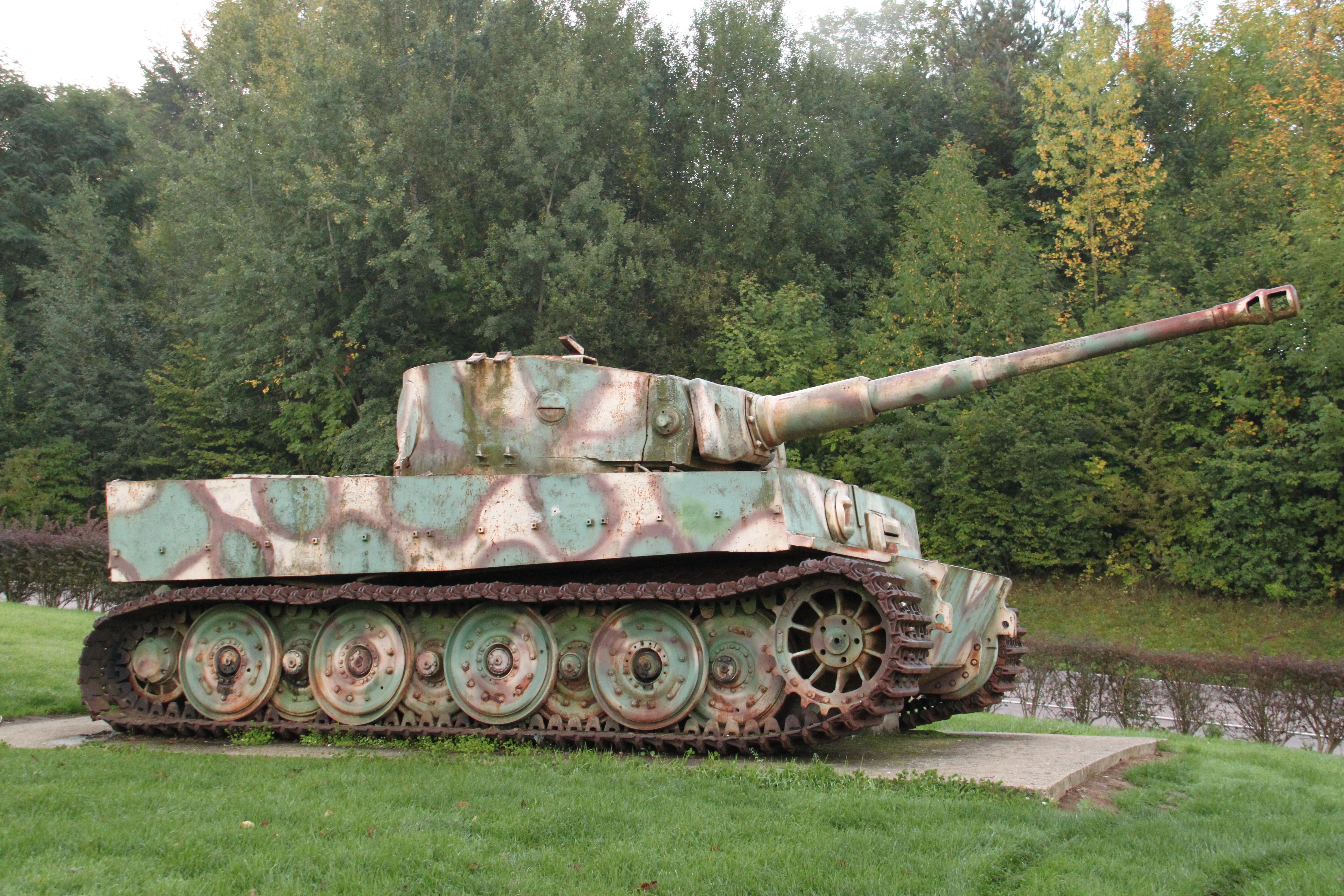 Fichier char tigre de vimoutiers 2010 10 1 jpg wikip dia for L interieur du char de vimoutier