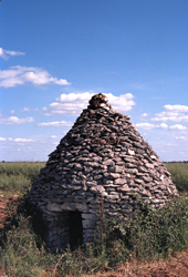 A dry stone hut located at Châteauneuf-sur-Cher