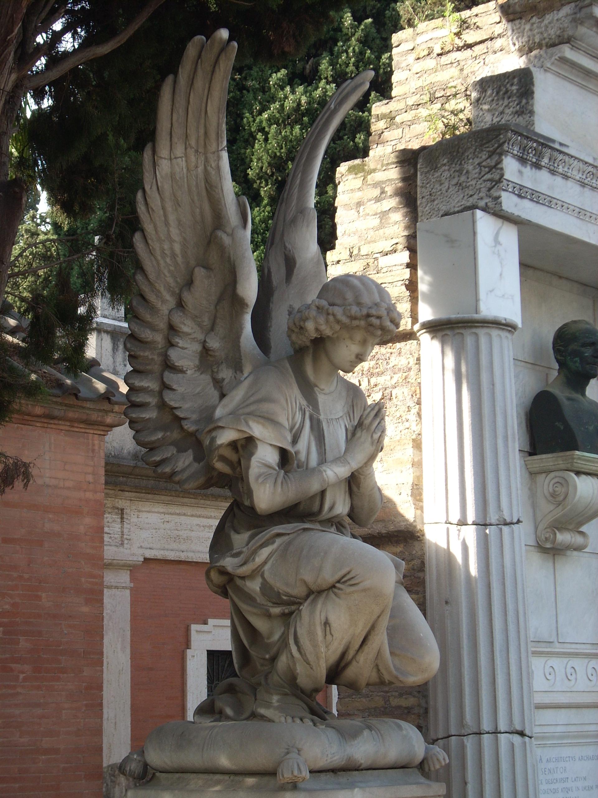 http://upload.wikimedia.org/wikipedia/commons/b/b4/Cimitero_Verano_Roma-angelo-01.jpg