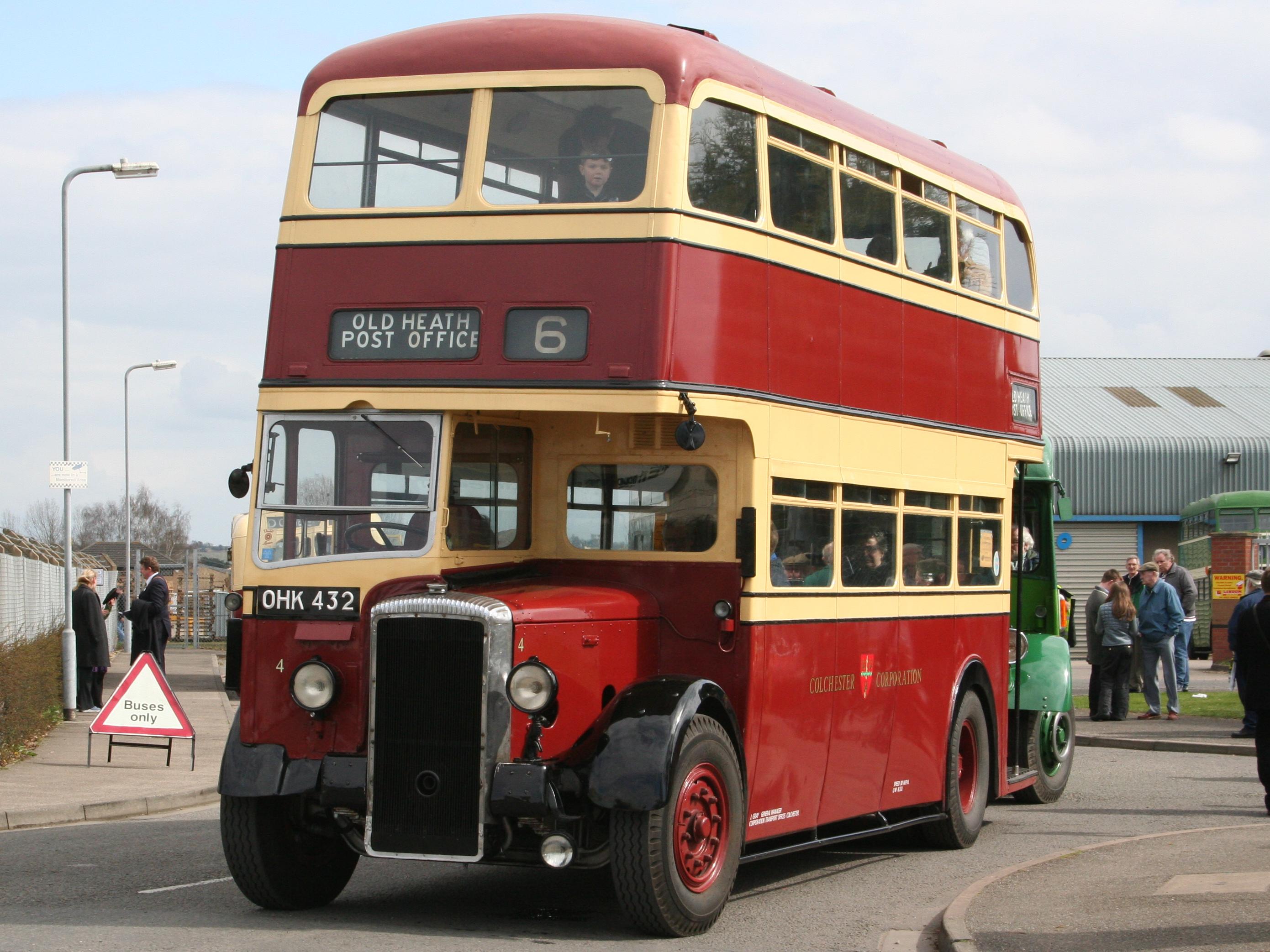 File:Colchester Corporation Bus 4 (OHK 432), 2006