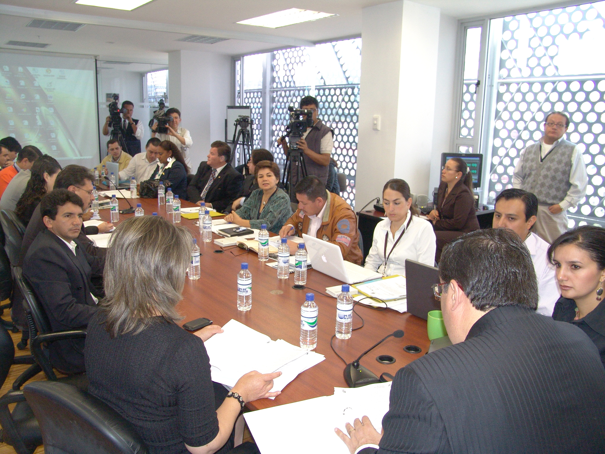 Comisión de Biodiversidad recibió al Ministro de Recursos Naturales No Renovables, Germánico Pinto (4272279050).jpg Español: Comisión de la Biodiversidad