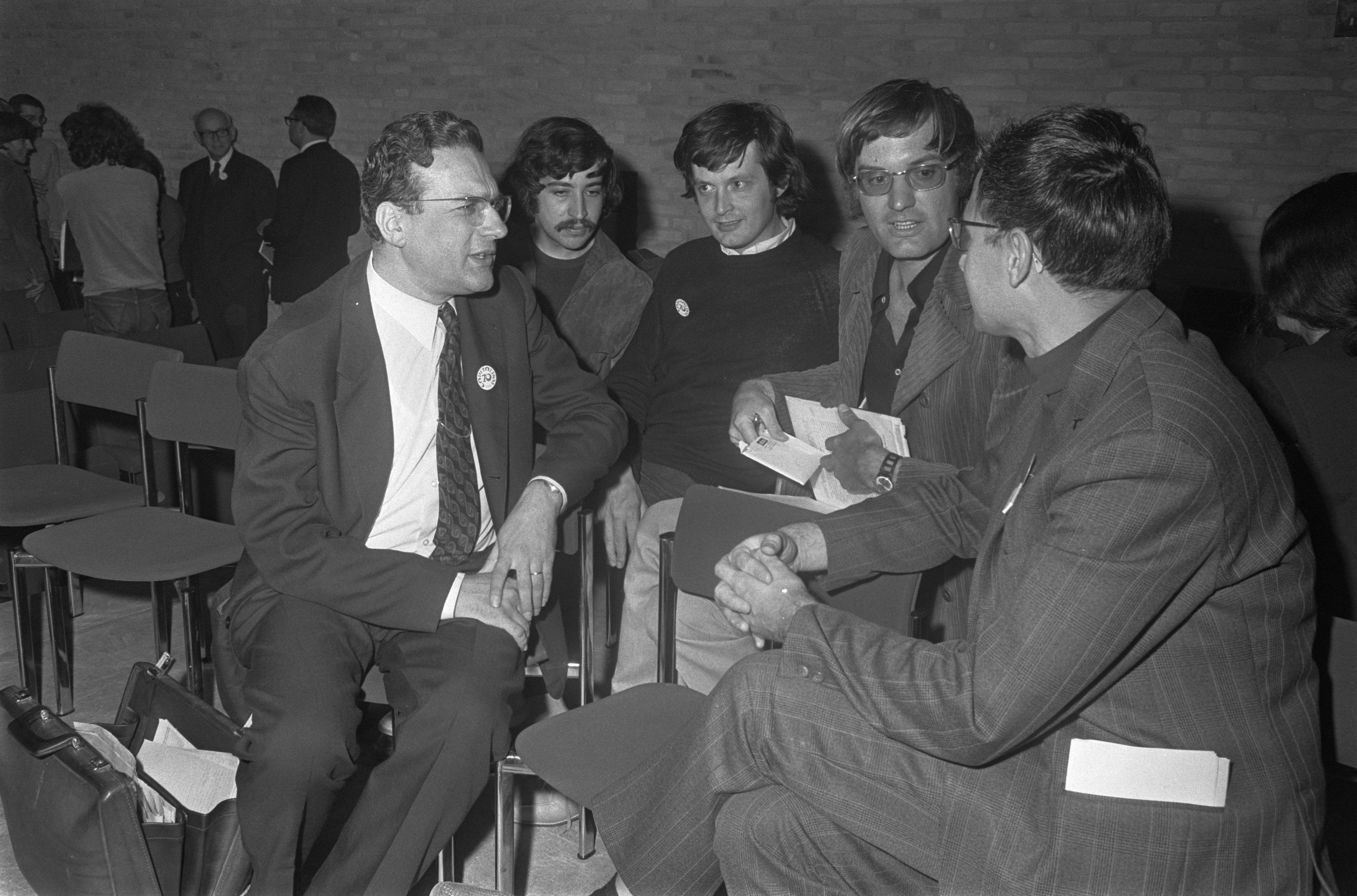 Congress on ''Capitalism in the seventies'', Tilburg, the Netherlands (1970). Left to right: [[Ernst Mandel]], Herbert Gintis, [[Bob Rowthorn]], [[Elmar Altvater]] and organiser [[Theo van de Klundert]]
