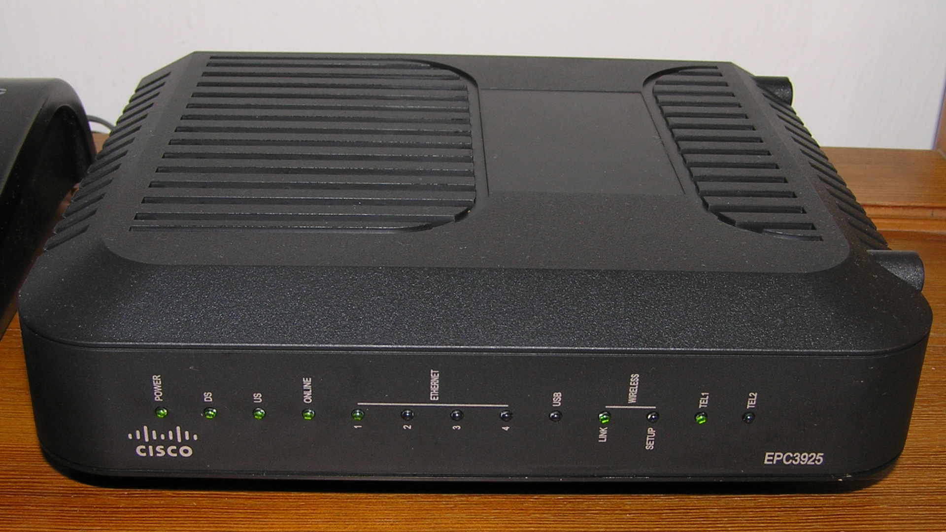 Cisco EPC3925 EuroDOCSIS 3 wireless residential gateway with embedded  digital voice adapter
