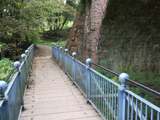 Eden footbridge - geograph.org.uk - 1533290