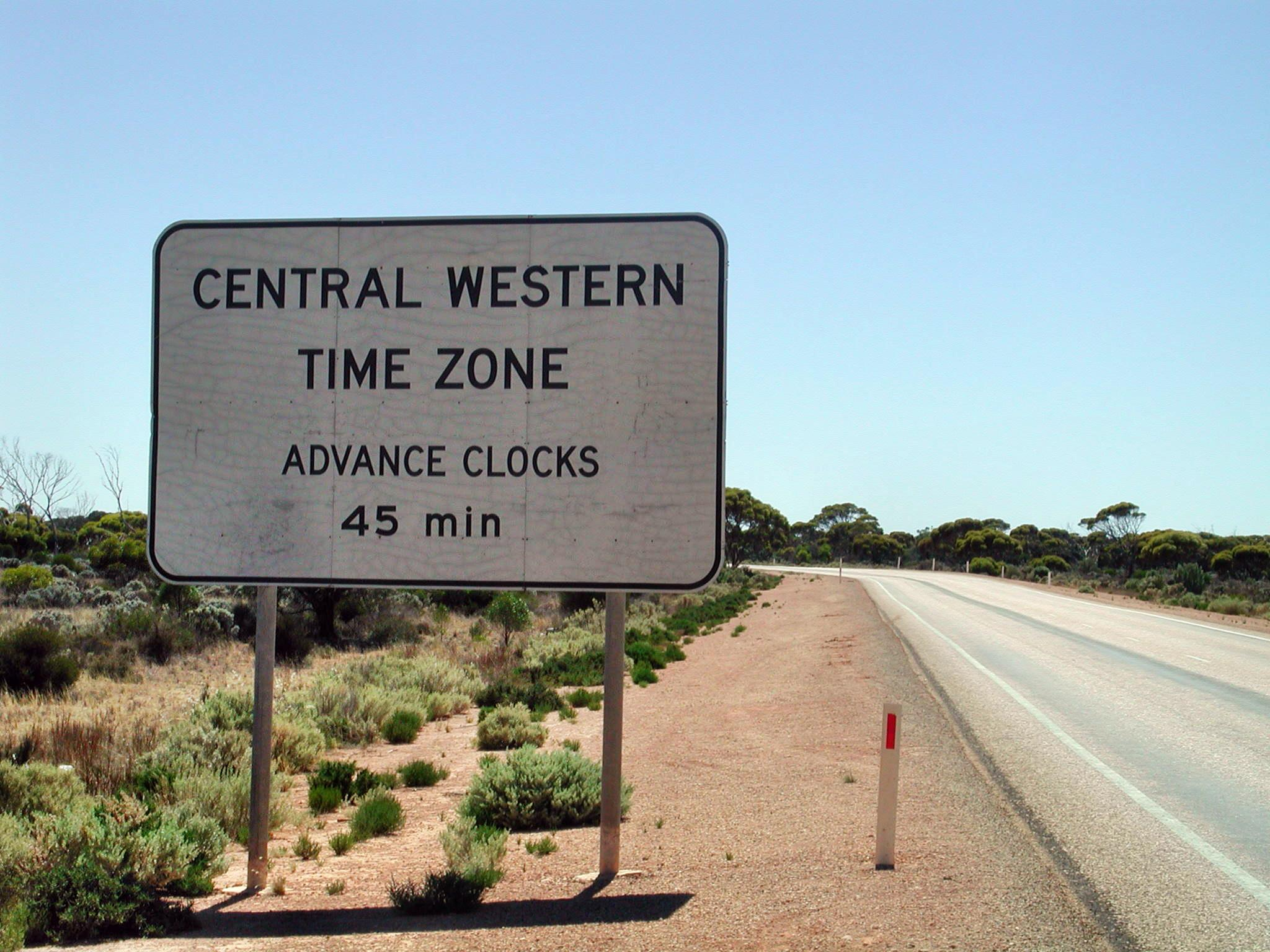 Entering Central Western Time Zone. Photo by Groogle [CC BY-SA 4.0 (https://creativecommons.org/licenses/by-sa/4.0)], via Wikimedia Commons
