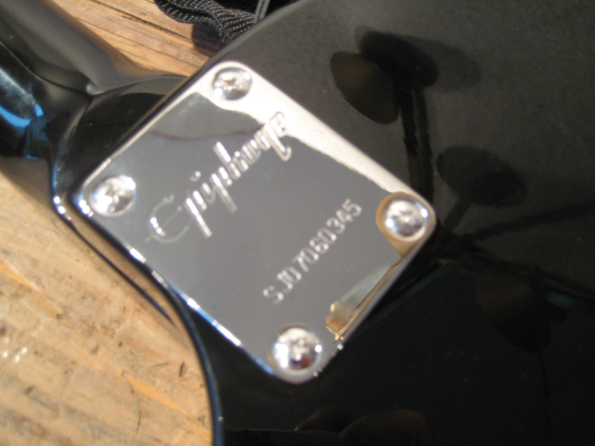 Epiphone used a serialnumber system for their acoustic guitars..