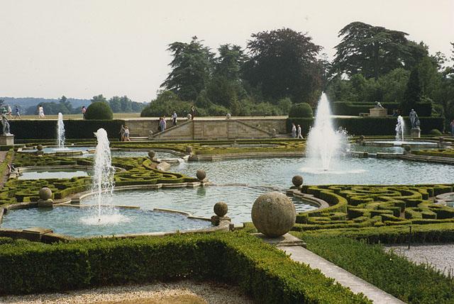 File:Formal garden, Blenheim Palace - geograph.org.uk - 874261.jpg