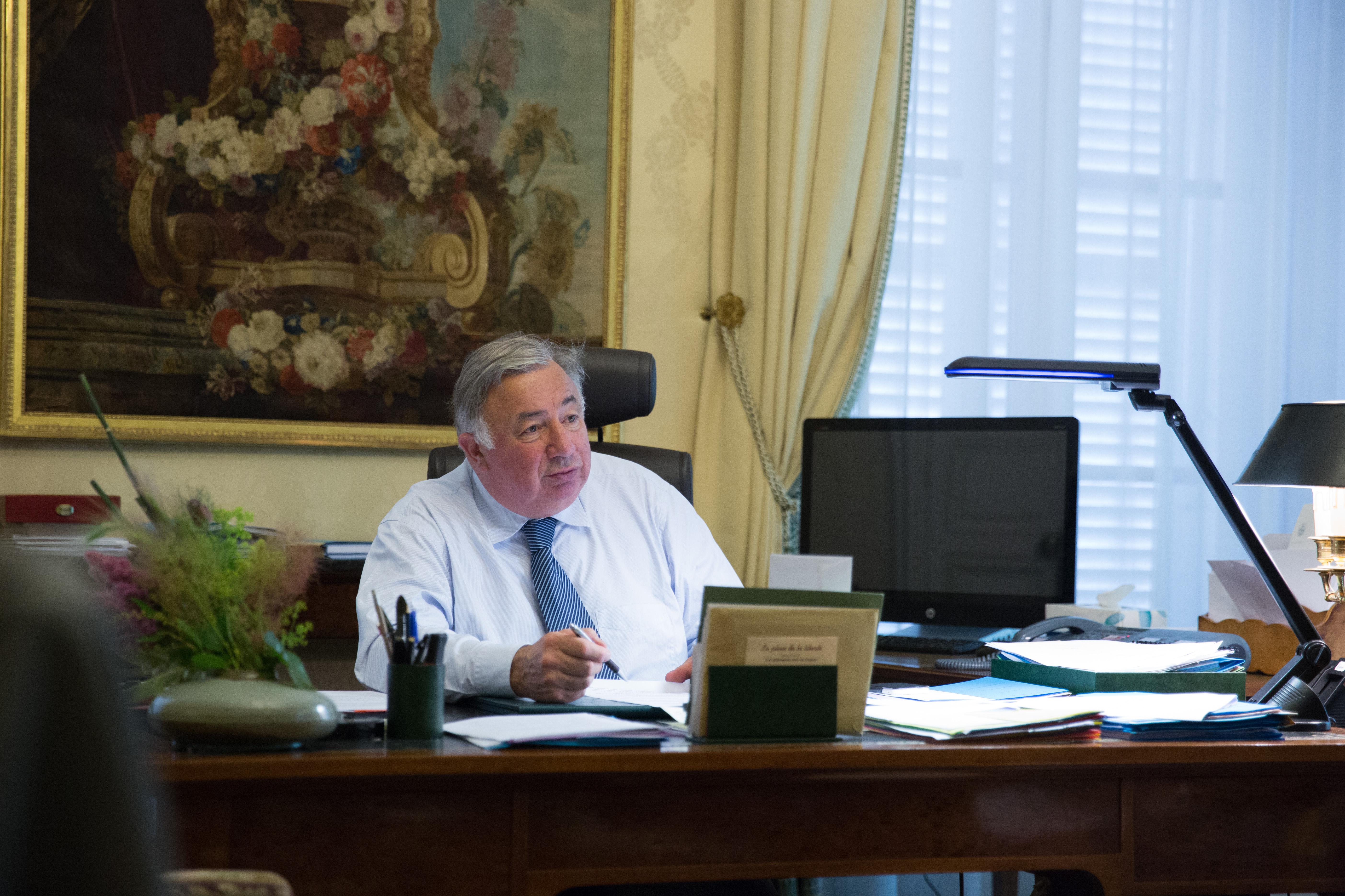 File:gérard larcher président du sénat français dans son bureau