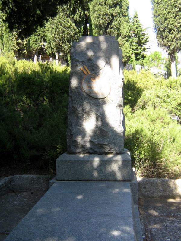 https://upload.wikimedia.org/wikipedia/commons/b/b4/Grave_of_Wassiljew.JPG