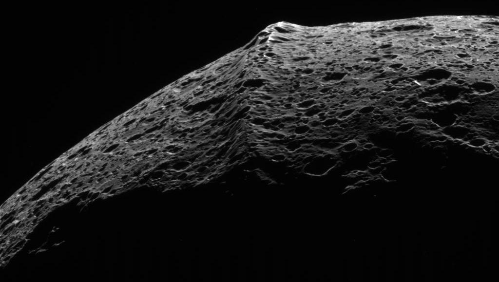 Iapetus equatorial ridge New theory may explain odd ridge on Satrunian moon