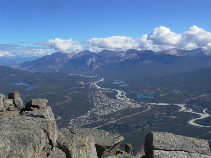 Jasper vanaf Whistlers Mountain 2004 08 09.jpg