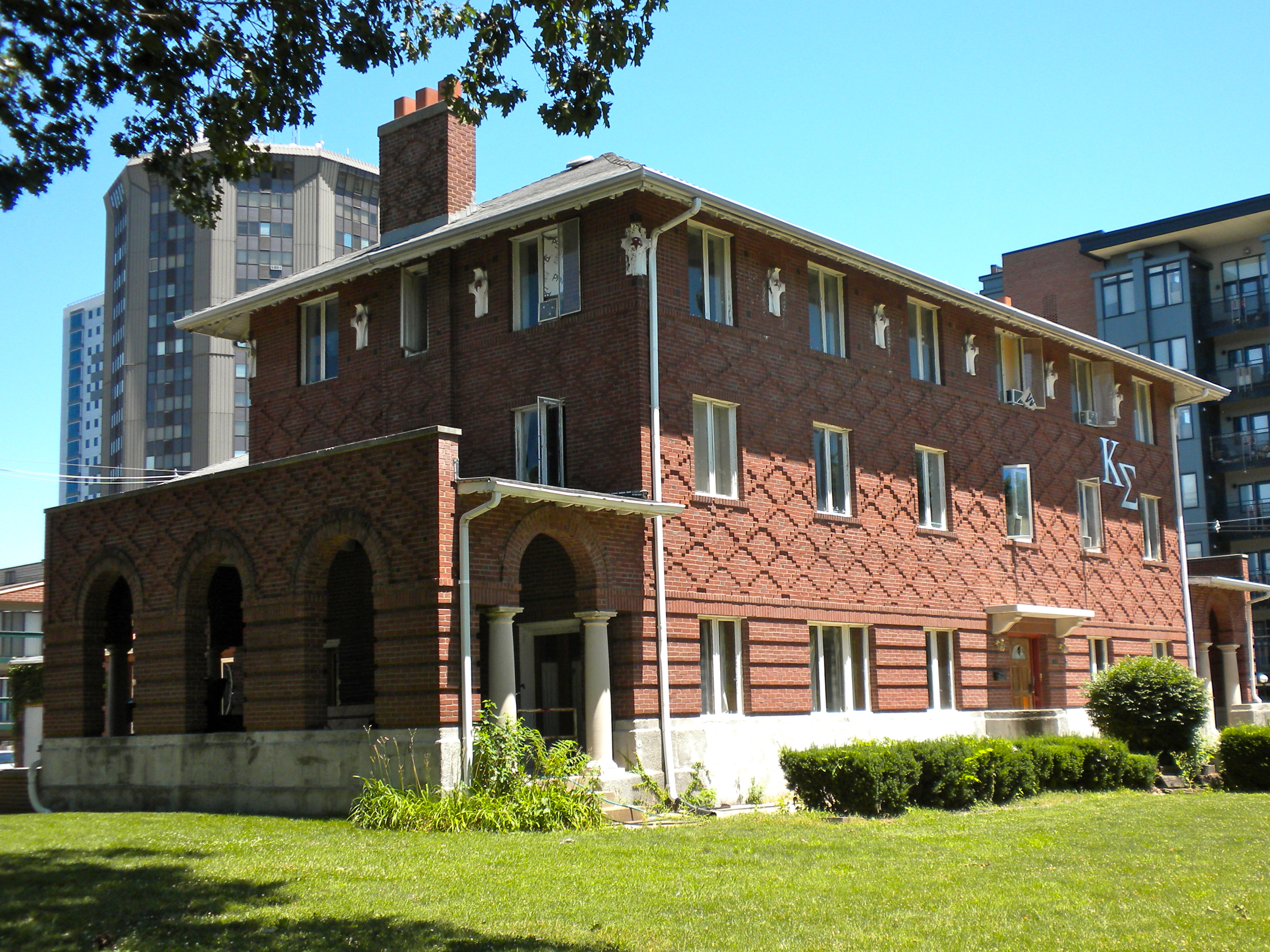 Kappa sigma fraternity house champaign roadtrippers for Wyndham garden urbana champaign