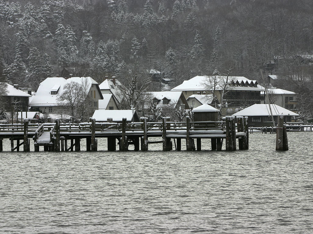 Lake Ammersee in winter.jpg