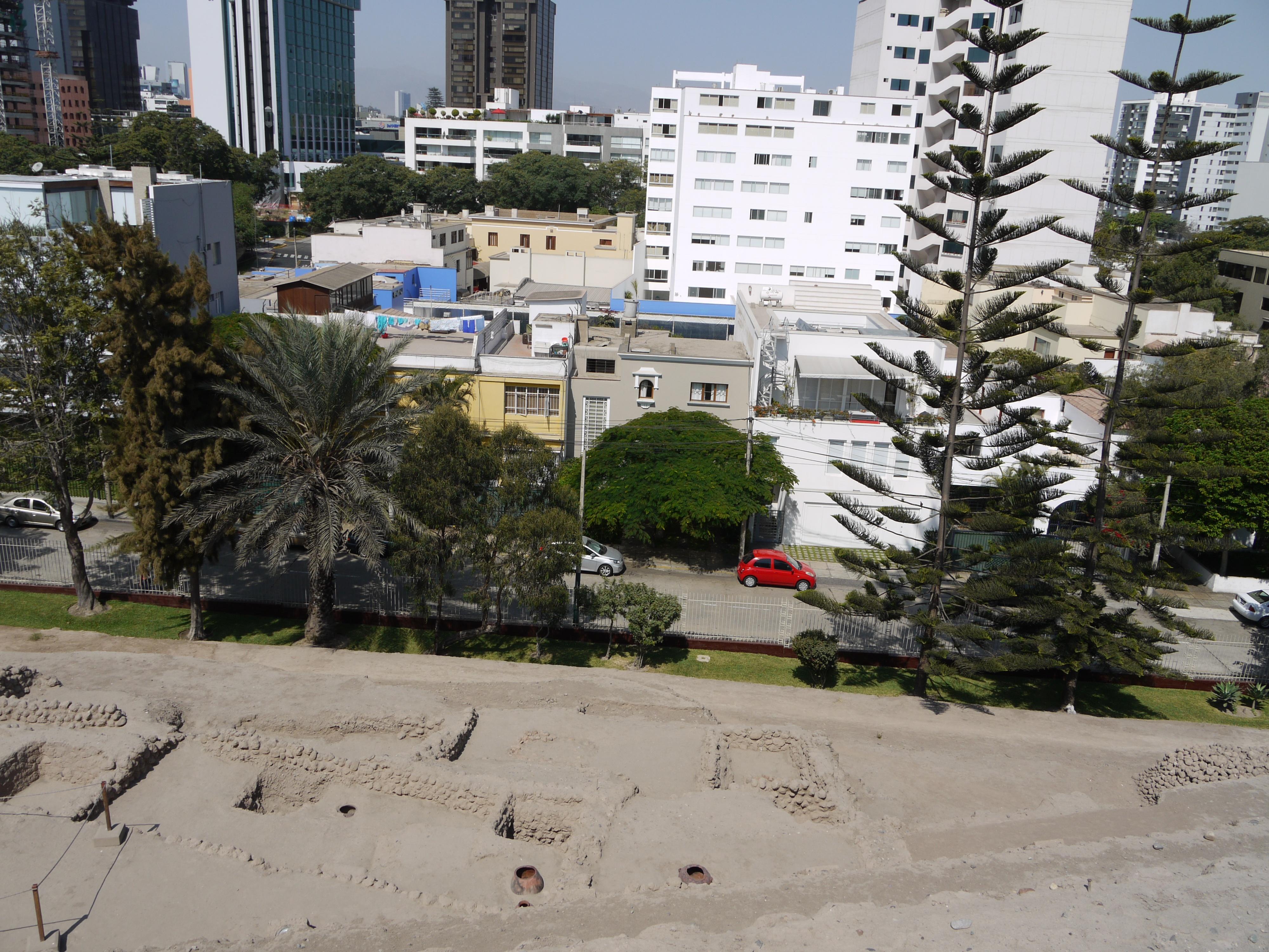 File:Lima, Peru (San Isidro) Huaca Huallamarca 01 jpg