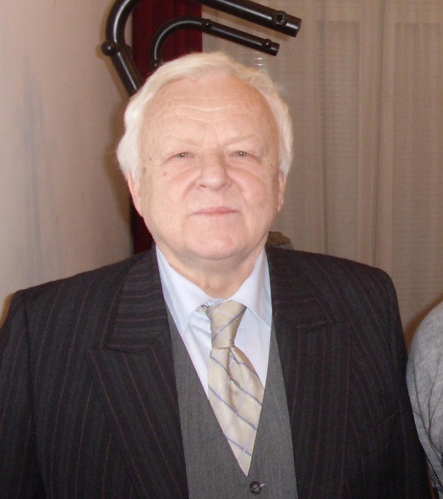 Marian Opania