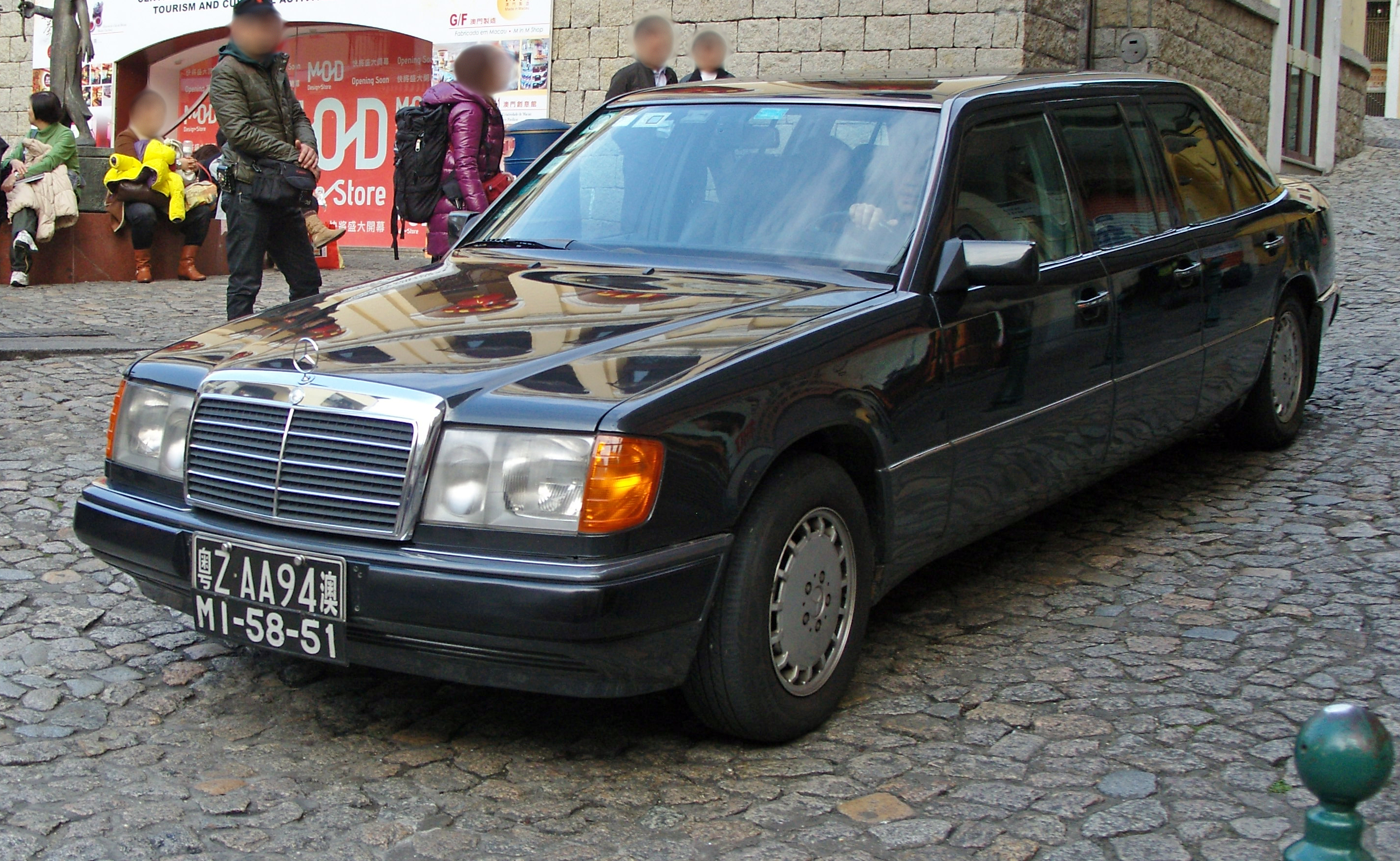 File Mercedes V124 Pre Facelift Macau Jpg Wikimedia Commons