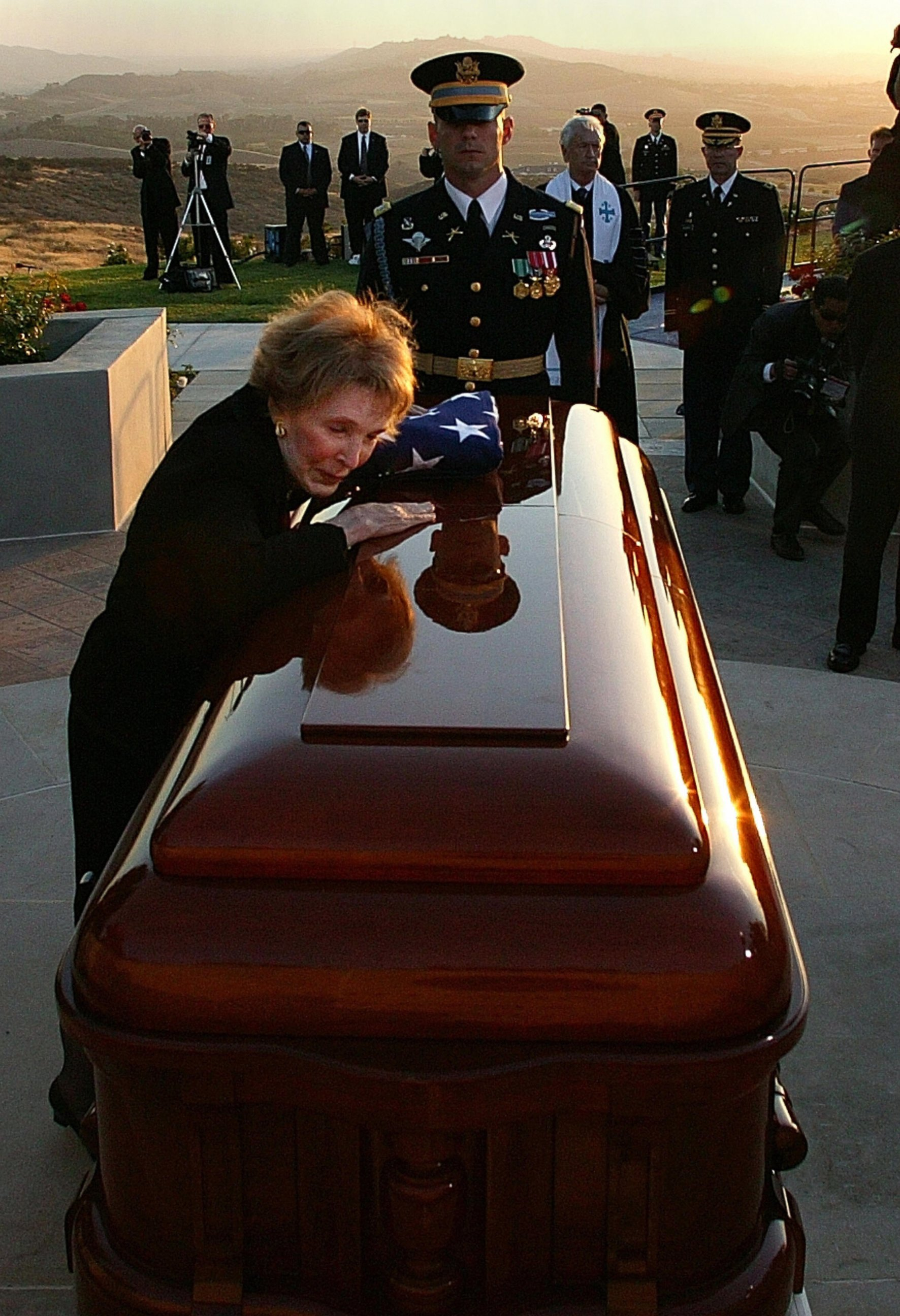 http://commons.wikipedia.org/wiki/File:Nancy_Reagan_says_final_goodbyes_to_RR_June_11%2C_2004.jpg