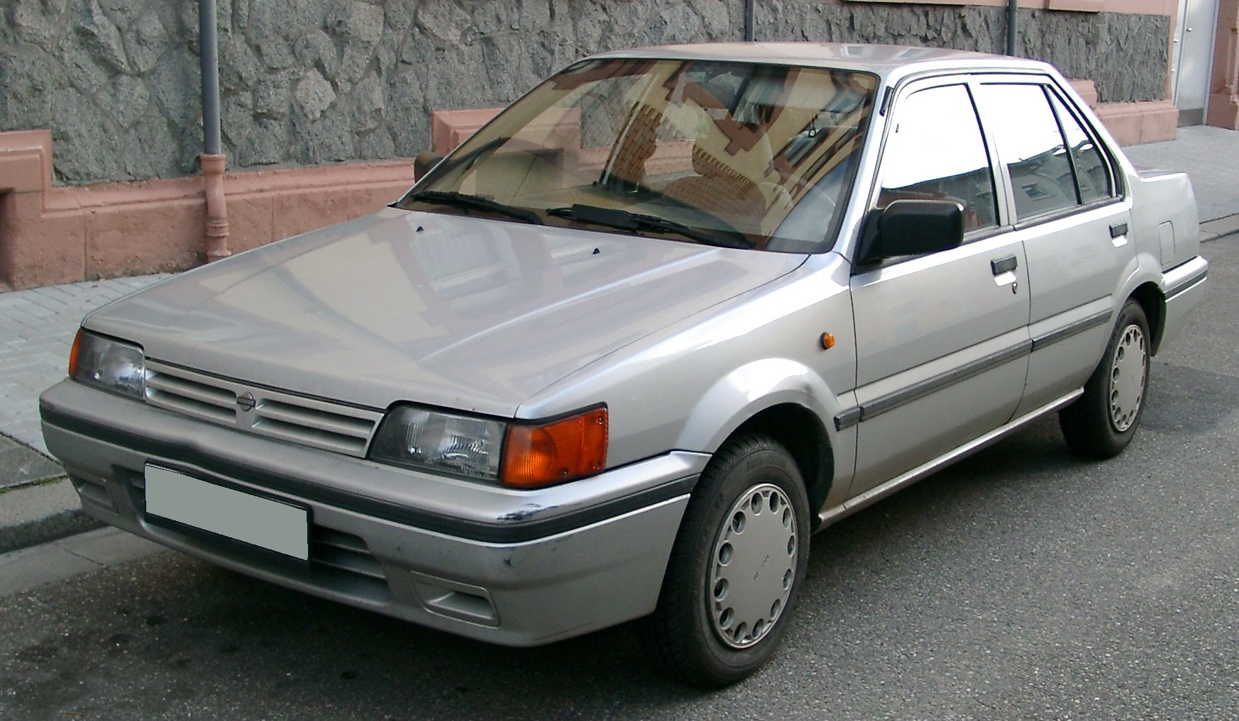 Nissan_Sunny_front_20071112.jpg