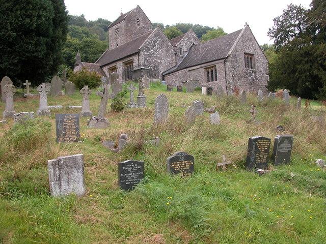 La Maison du Cimetière / Autres (le Cimetière) Part_of_the_graveyard_of_the_Old_Church_Penallt_-_geograph.org.uk_-_473866