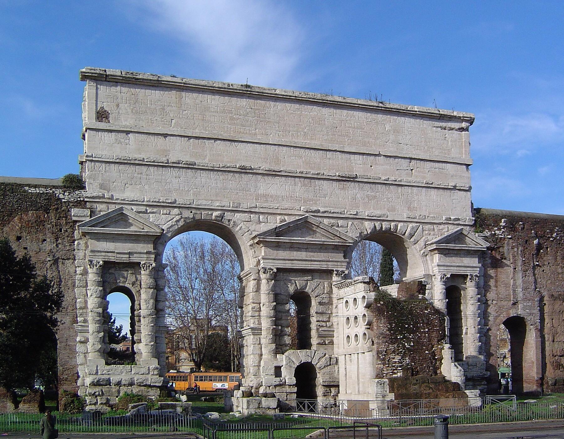 File porta maggiore 030106 jpg wikimedia commons for Porta maggiore