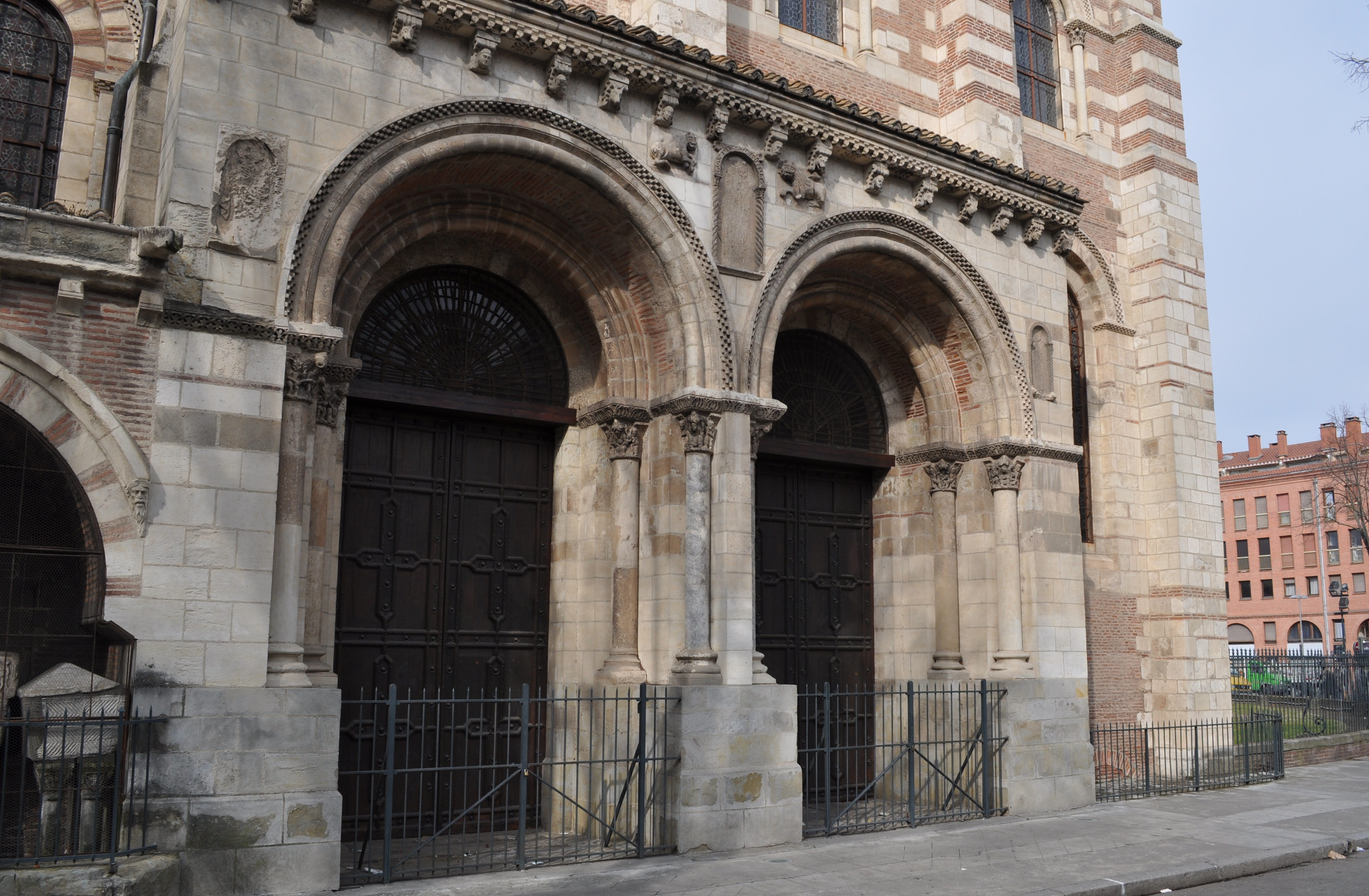 File porte des comtes st sernin wikimedia for Porte zenith toulouse