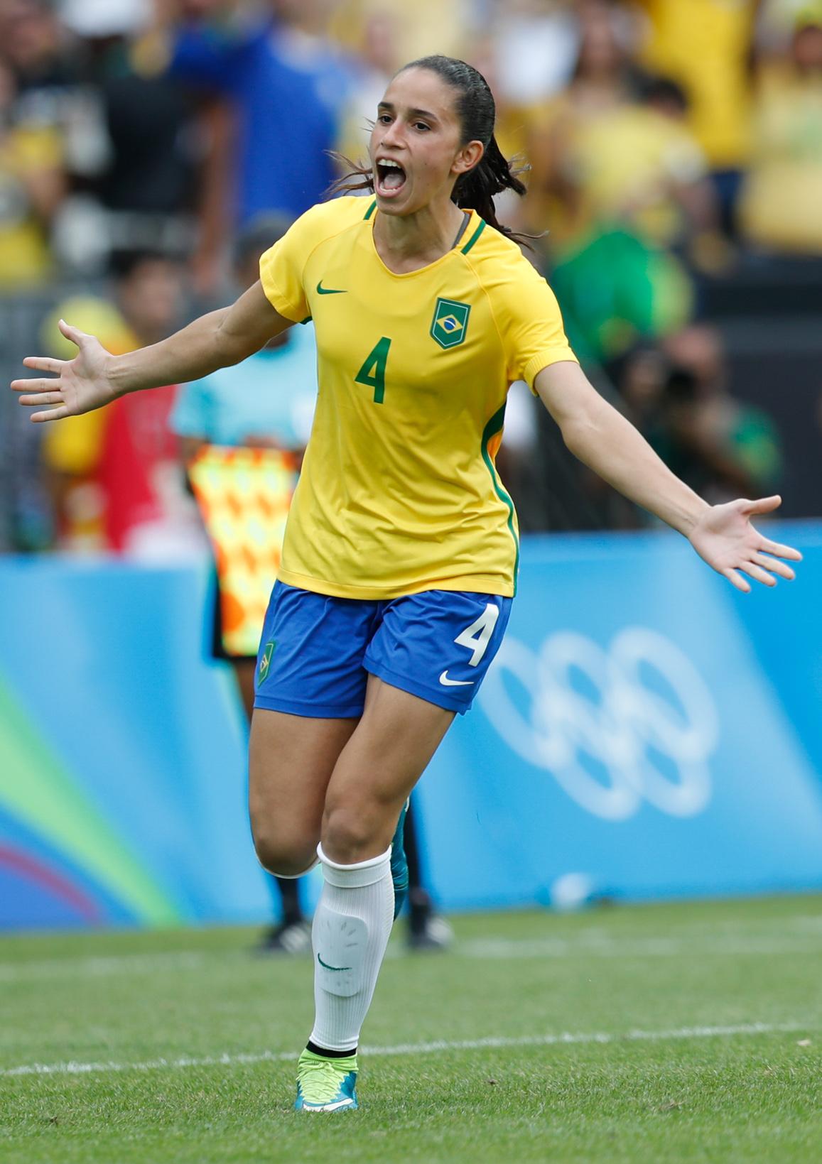 Rafaelle Souza - Wikipedia
