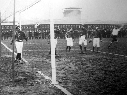 Archivo:Rosario Athletic vs CURCC Montevideo (1904).jpg