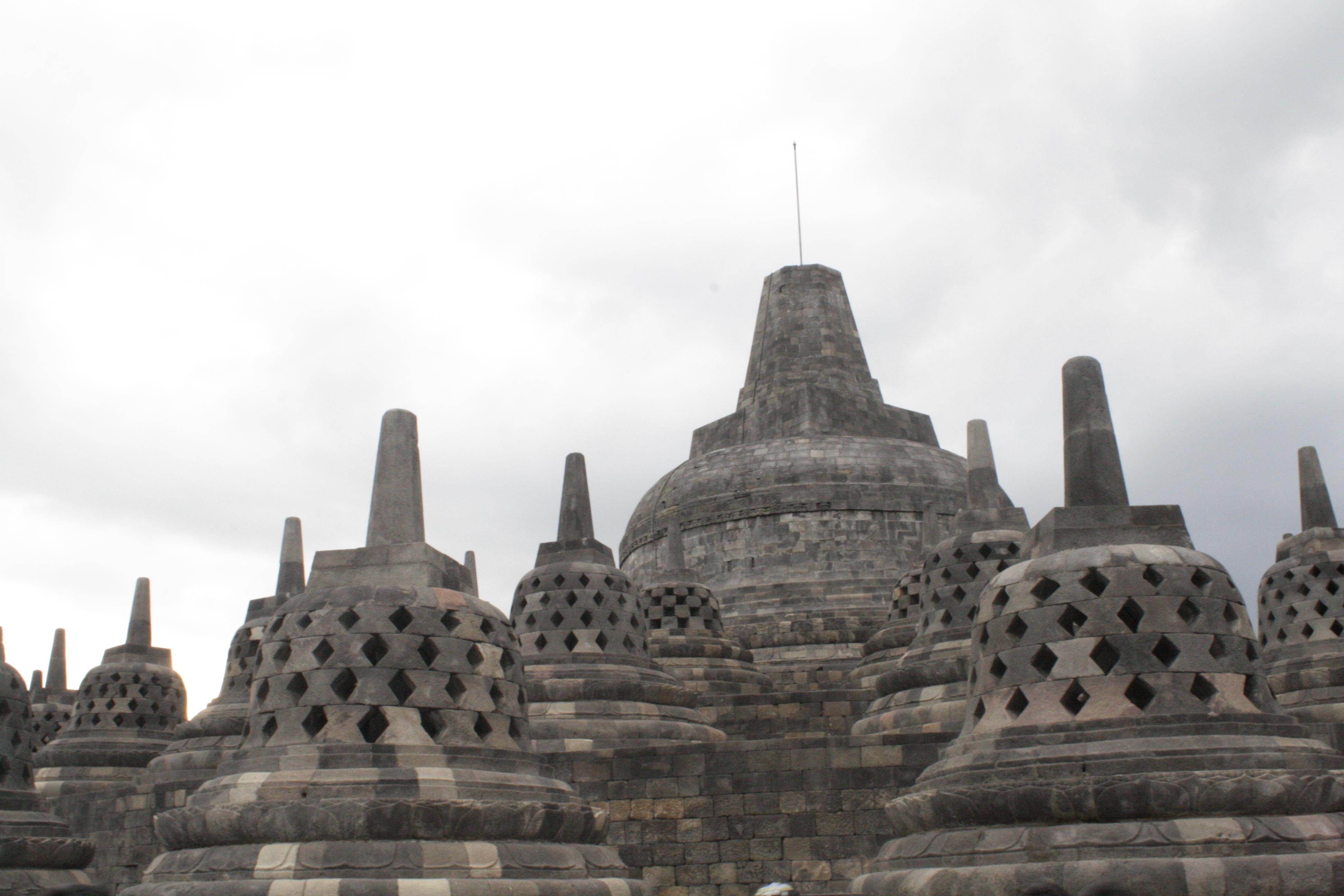 Filestupa Candi Borobudurjpg Wikimedia Commons