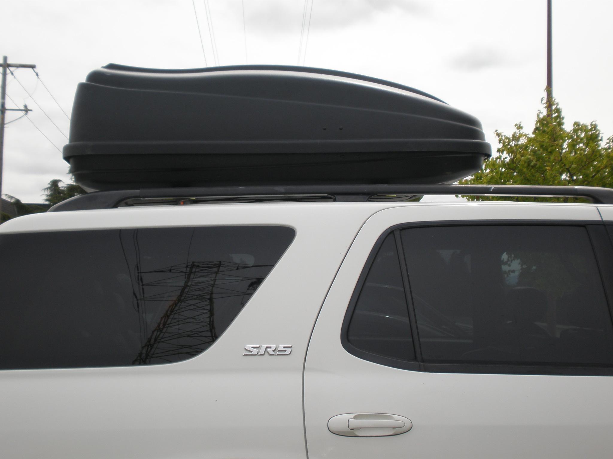 Packa bilens takbox pa ratt satt