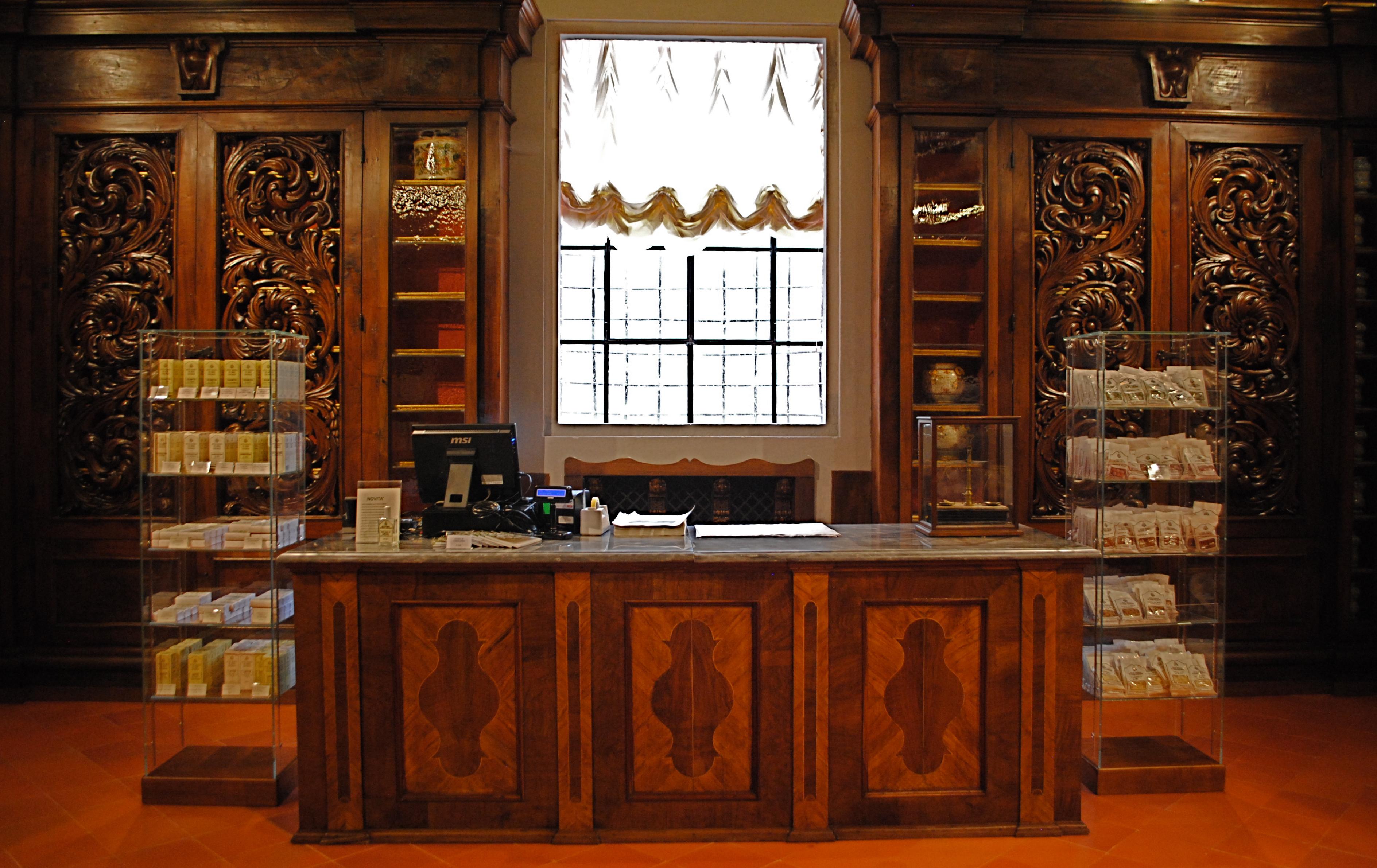 File sala centrale farmacia di camaldoli jpg wikimedia for Maison du monde wikipedia
