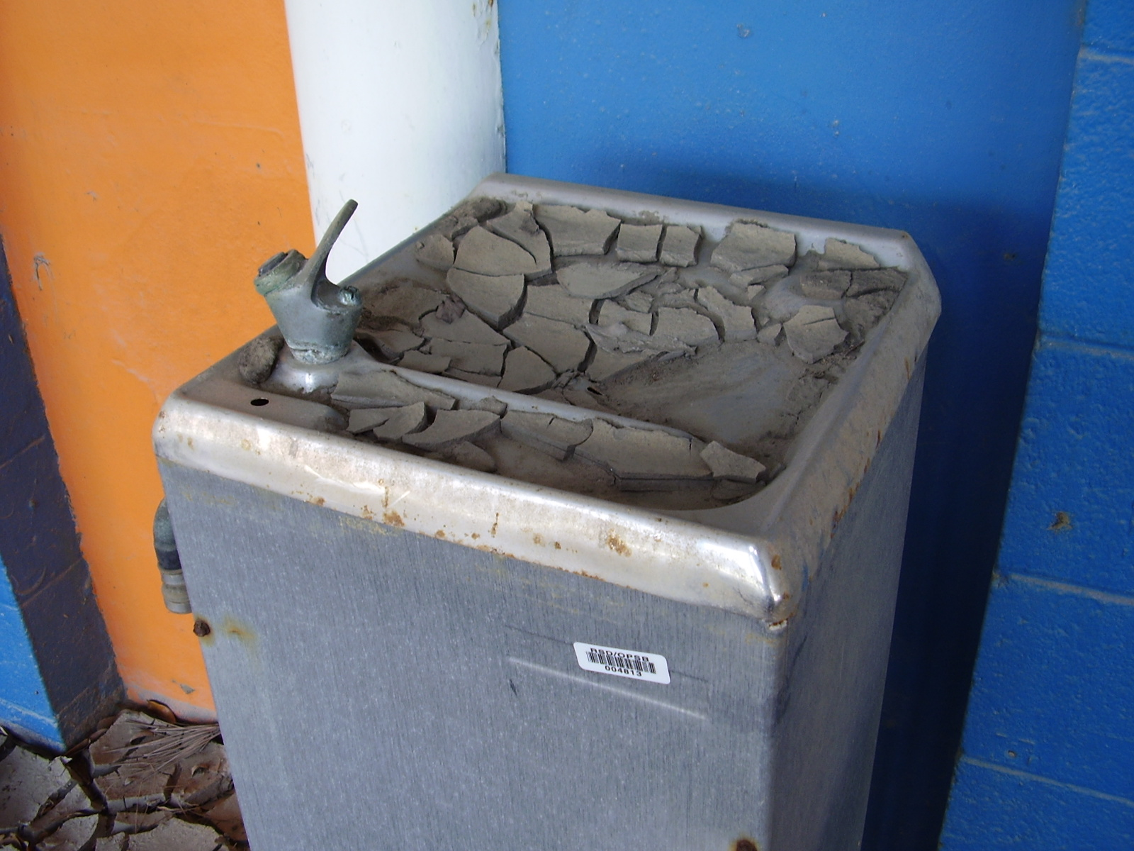 Water fountains schools - File School Drinking Fountain Jpg Wikimedia Commons
